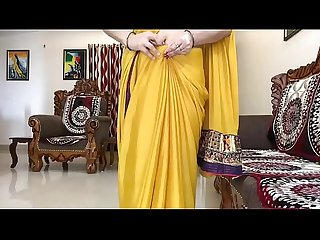 Indian Bhabhi in saree Looking Sexy Hindi Audio