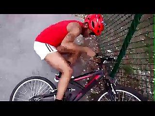 V�deo del ciclista que se cae de la bicicleta? gg.gg/bici-xxx