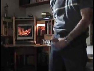 Pajero maduro mirando porno