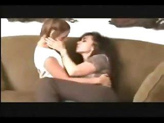 Lsbicas se beijando caiu na Net