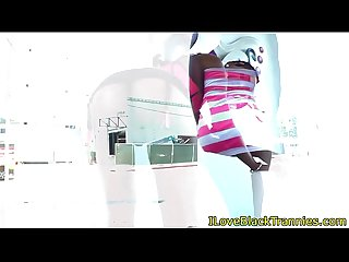 Black tranny neveah jerking and using dildo