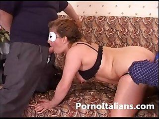 Marito cornuto scopa moglie con amico cuckold husband fucks wife with friend