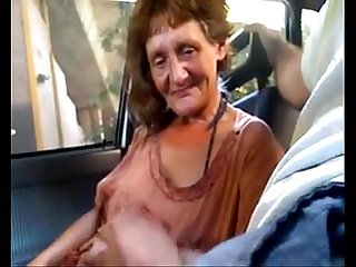 Vieja argentina prostituta callejera de constitucion chupando la pija en el auto