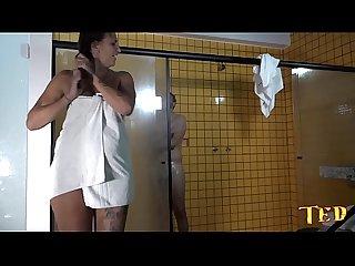 Suruba no vesti�rio durante o banho - Melissa Devassa - Rafaella Denardin - Victor Hugo - Alex..