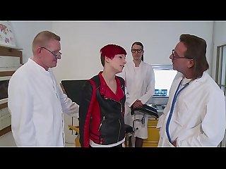 Beim Frauenarzt geil gefickt - German HD