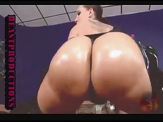 Divina Kelly in enjoy the pain