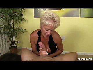 Dominant lady 3d handjob