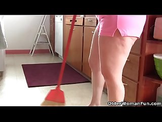 American milf Andrea ends kitchen cleaning in fingering frenzy