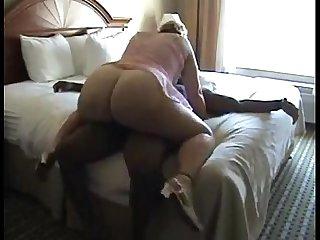 Big booty white milf fucks her bbc