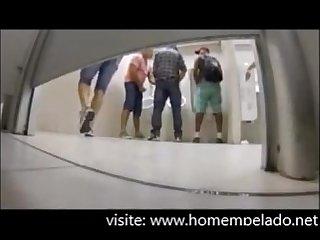 Pegao em Banheiro masculino