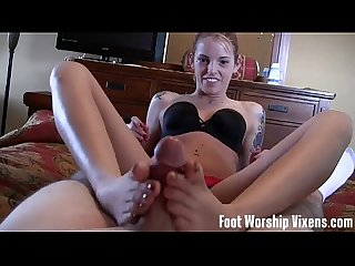 Annabelle sniffing and worshiping dre S feet