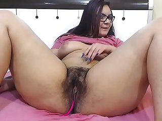 Thick milf fingering pussy for fun