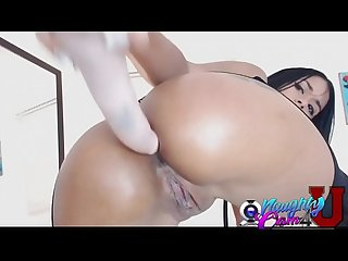 Hot latina webcamer shows her butt on cam - www.NaughtyCam4U.com