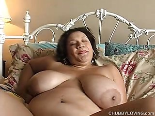 Huge tits chubby babe loves to fuck her fat juicy pussy