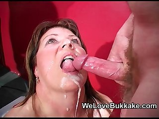 Shooting cumshots into mature womans mouth