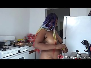 Horny Housewife Masturbates before Washing Dishes : Nilou Achtland