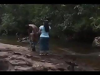 Đụ nhau tr�n rừng
