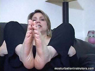 Mature chick foot masturbation instructions