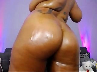 Big titty black girl wet in bathtub live @ www.slutcamz.xyz