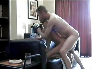 Incesto pap e hijo cogiendo a pelo en el sof de la casa