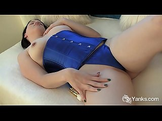Busty frankie toys her pussy