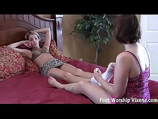 Leyla gets turned on by bella S perfect toes