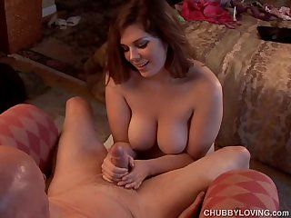 Busty chubby beauty gives a super sexy sloppy blowjob