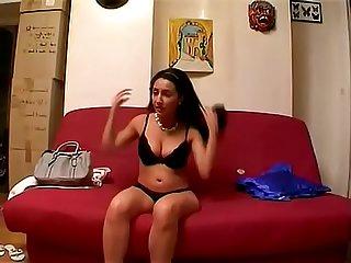 Beurette de cit aux normes seins se fait baiser pour son premier casting
