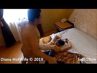Actor porno Solo19cm hace mojarse de placer a Diana Hotwife