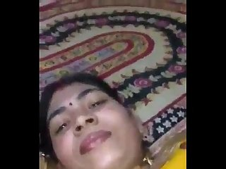 Beautiful newly married girlfriend allow her husband to boob pressing in saree