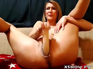 Gorgeous cute mommy cumming on live webcam