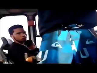 Novinho de pau duro no bus