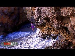 Penelope tiger se paye une bite espagnole dans son cul la plage