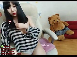 Korean camgirl fucks her hairy pussy live at livekojas com