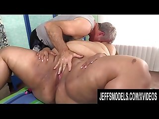 Masseur Worships Large Latina Veruca Darling and Leaves Her with an Orgasm