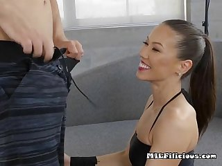 Asian cougar kalina ryu devours lovers cock