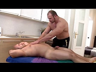 Masseur bear sucked hard by straighty