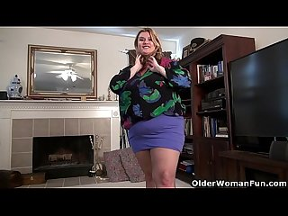 Bbw milf kimmie kaboom peels off her nylons and plays
