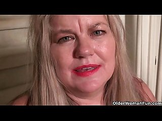 Chunky gilf love goddess gets hot in pantyhose