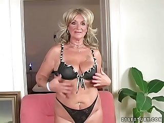 Hot mature karola loves wild penetration