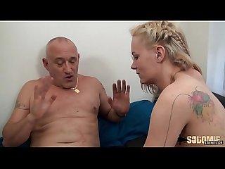 Swanie profite de la visite de beau papa