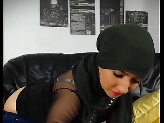 Hot muslim girl stripping n fingering hot round big ass