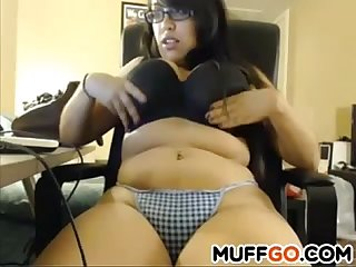 Curvy babe teasing on cam