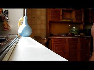 Mvi 0403 ejaculation dans le tube de mayonnaise