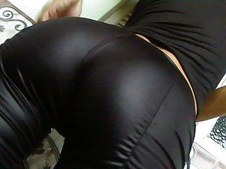 Magrinha com legging preta