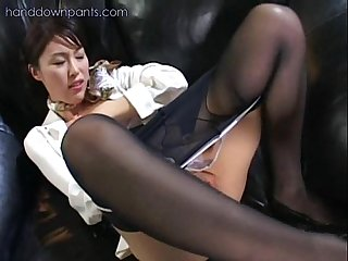 Flight attendant caught masturbating in her pantyhose