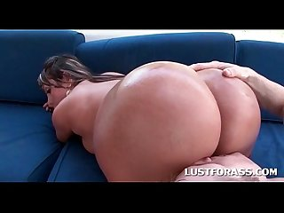 Oily ass bitch gets butt hole licked outdoor