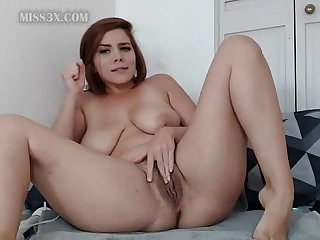 Chubby show her wet sweet pussy