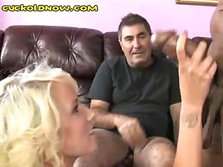 His gf sucks black cock