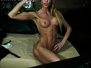Skinny Athletic MILF On Webcam